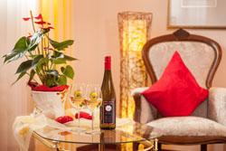 Genießen Sie eine Flasche Hermeswein in unserem Doppelzimmer